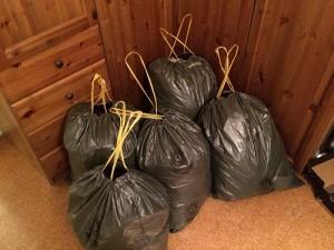 Der Kleidungshaufen von eben füllte wie man sieht 5 Säcke.
