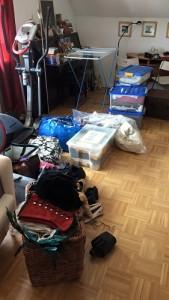 Kisten Chaos zu Beginn. Ich glaube, das war noch nicht mal alles.